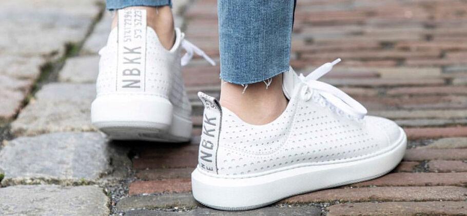 9dc2d81a8d2 Witte sneakers wit houden doe je zo - Omoda.nl