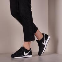 Zwarte NIKE Lage sneakers VENTURE RUNNER WMNS  - medium