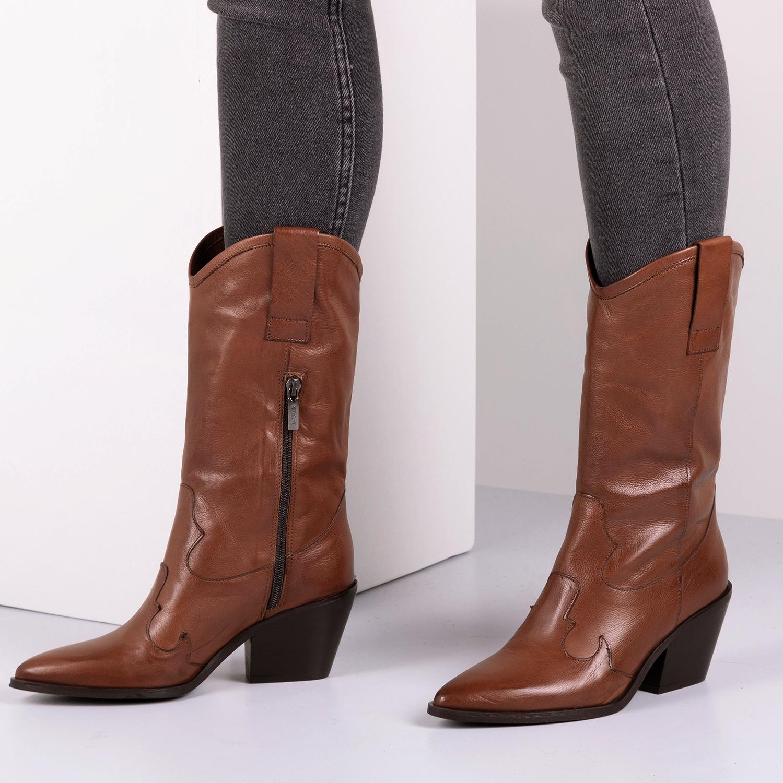 Robin | Omoda Friends | @robinverbon | Notre V | Boots in