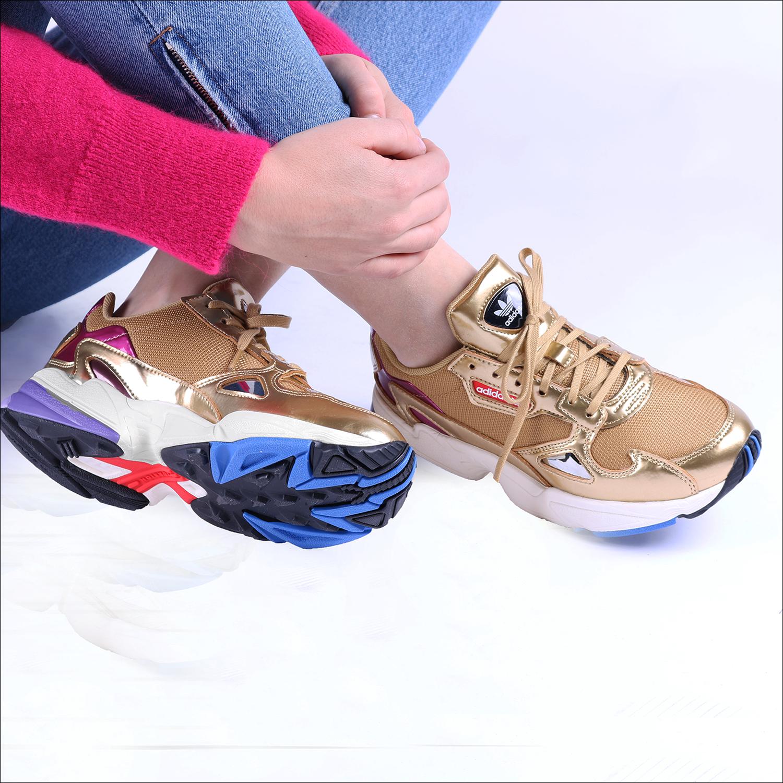 527b154a2e5 Gouden ADIDAS Sneakers FALCON WMN - Omoda.nl