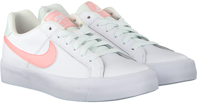 Witte NIKE Sneakers NIKE COURT ROYALE AC WMNS - large