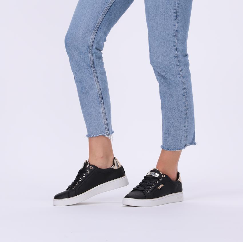 Zwarte GUESS Sneakers BECKIE  - larger