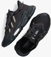 Zwarte ADIDAS Lage sneakers OZWEEGO J  - medium