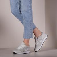 Beige NIKE Lage sneakers VENTURE RUNNER WMNS - medium