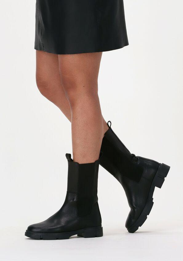 Zwarte TANGO Chelsea boots ROMY 501  - larger