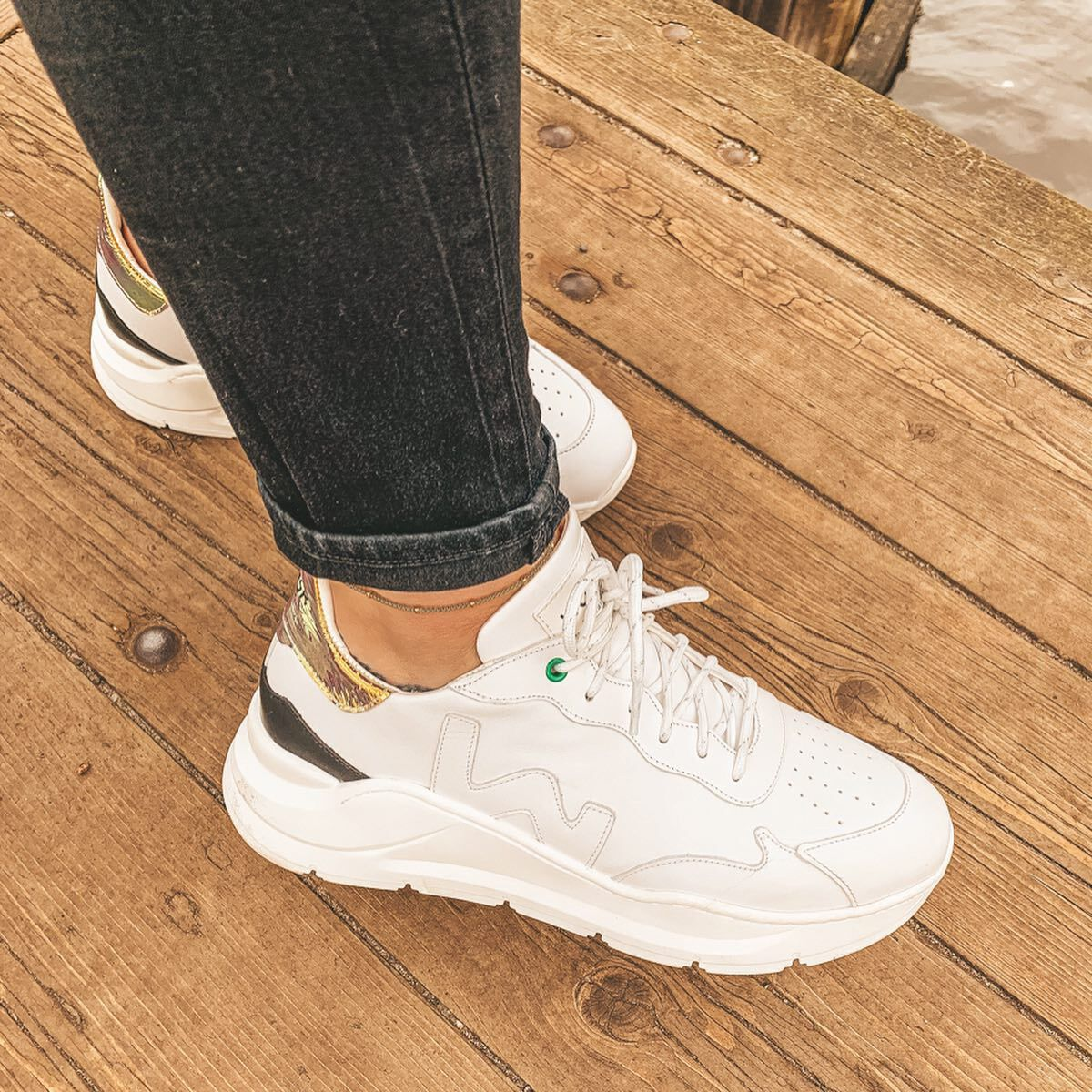 Witte WOMSH Lage sneakers WAVE WHITE SHINY | Omoda