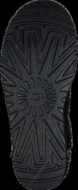 Zwarte UGG Vachtlaarzen CLASSIC SHORT - large