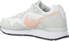 Witte NIKE Lage sneakers VENTURE RUNNER WMNS  - small