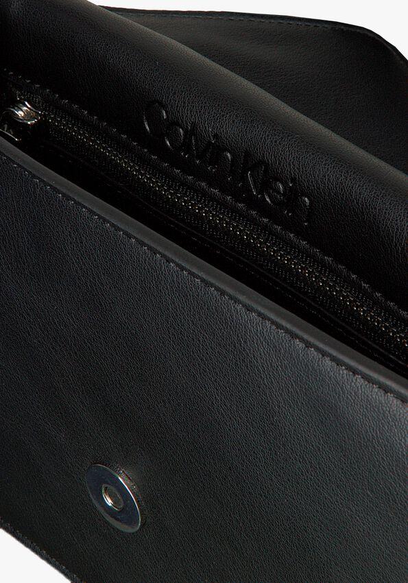 Zwarte CALVIN KLEIN Schoudertas FLAP SHOULDER BAG SM  - larger