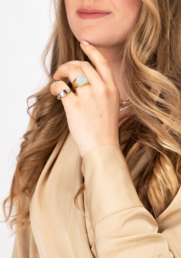 Gouden NOTRE-V Ring RING GROTE STEEN  - larger