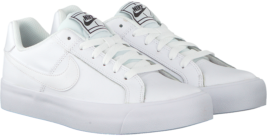 Witte NIKE Sneakers COURT ROYALE AC WMNS - larger