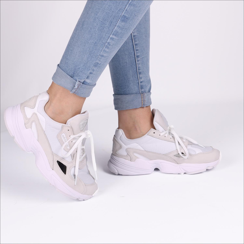 ace48e14432 Witte ADIDAS Sneakers FALCON WMN - Omoda.nl