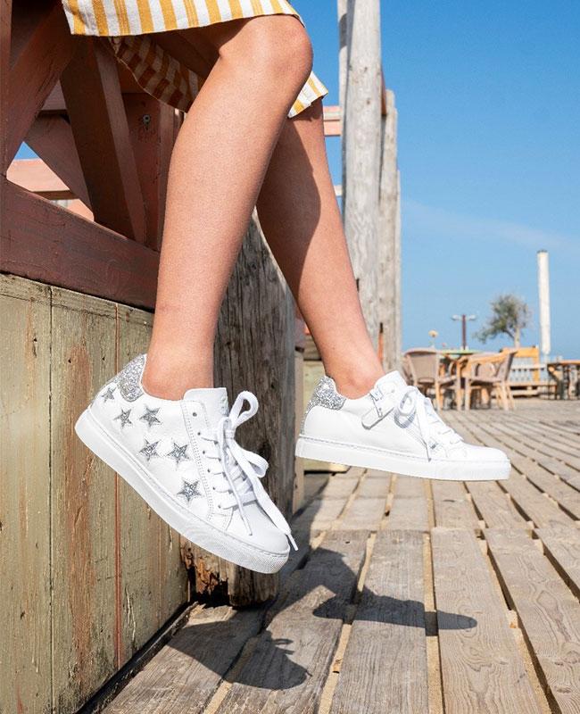 e1ef8d945f2 Het geeft je een natuurlijke, gezond uitziende gloed waarmee je in een paar  seconden zowel je sneakers als jezelf een finishing touch geeft voor de  dag.)